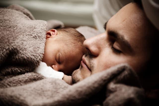 bebe y padre